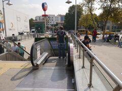 隣りの駅、カドゥキョイで下車。