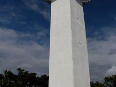 ホテル裏手にある「稲取岬灯台」  ホテル駐車場から歩いて行けます。