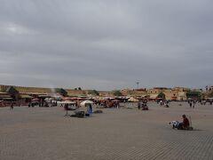 適当に歩いてたら、ジャマエルフナ広場みたいなとこに出てきた! エディム広場です。