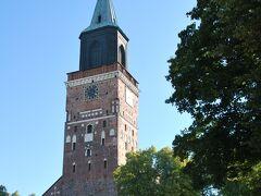 街一番の観光スポットでもあるトゥルク大聖堂。 フィンランドでも、最も古い教会のひとつなんだそう。 南欧方面より、質実剛健な雰囲気。