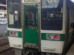 福島には7:59着。 乗換は新幹線、と思いきや、写真の8:05発の普通列車で米沢に出ます。 米沢~福島は新幹線は1時間に1本以上ありますが、米沢まで行く普通列車が1日に6往復程しかありません。 この普通列車を逃すと、次は12:51発です。 (それでも旅館の送迎には間に合いますが…) 6分しかないので、大変焦りながらこの写真を撮りました。