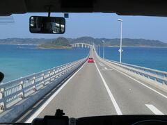 車内から撮影した角島大橋。