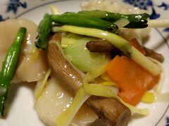 夕食は中華街へ。 お馴染みの名古屋松坂屋にも店舗があり安心の「重慶飯店本店」さん 個室にていただきました。 ダイエットは忘れてガッツリフルコースです 写真はホタテとイカの野菜の塩味の炒め