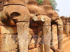 象のテラス  勝利した兵士たちが王と謁見をするなど、色々な式典を行なう場として、ジャヤヴァルマン7世が建造。