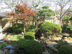 瓦そばの「たかせ」でランチ。ここは別館(東本館)の庭