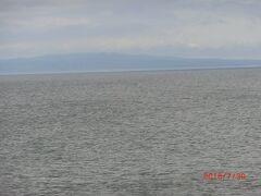 野付半島からは、国後島と別海方面が展望出来ます。 納沙布岬のさきの歯舞の方が近いのに翌日は雨で見えず、 ここからの国後が北方領土の見納めとなりました。