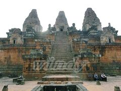 Prey Rup  961年に建てられた霊廟寺院。 死者を火葬して、その灰で死者をかたどるという儀式が行われていたそう