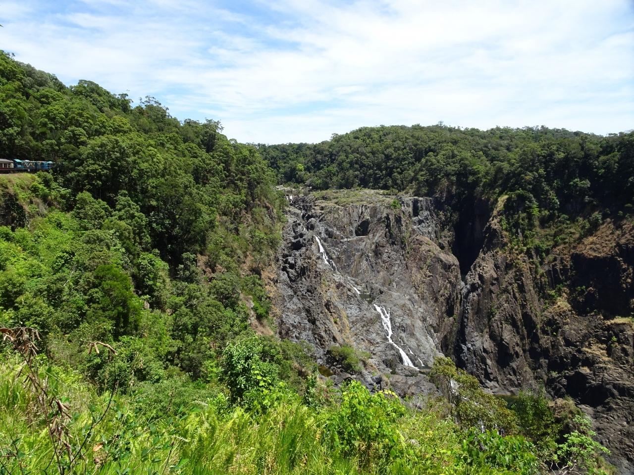 バロン滝。 うん、なんて事はない普通の滝です。