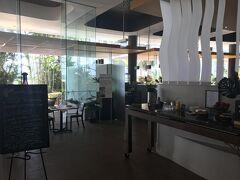 朝食会場はロビーに隣接する「カフェサンライズ」です。 受付でルームNOを告げると、スタッフが席に案内してくれます。