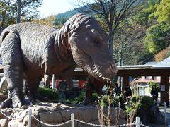 道の駅に大きな恐竜。時間により動きますの表示。残念ながら、動くところは見れませんでした。