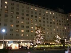宿泊はアクセスの良い京都駅前の新・都ホテルです。  明日も早朝から歩くので、ゆっくり休んで翌日に備えます。
