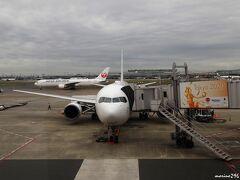 羽田空港  いつも大阪へ行くのは新幹線を利用していましたが、今回は空路。 羽田8:30発のJAL107便、大阪(伊丹)9:40着予定。 、