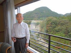 昼食後、仙台へ向かい、息子を拾って秋保温泉ホテルきよ水へ。  部屋からは美しい渓谷が楽しめます。