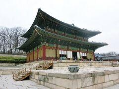 仁政殿  昌徳宮の正殿。王の即位式や外国使臣の接見などの行事に使われていたそうです。