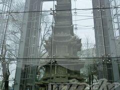 円覚寺址十層石塔  世祖が1465年に建てた円覚寺の石塔なんだと。(完成は1467年)   さて、これにてソウルちょっぴり観光も終了。 (ほんとにちょっとですみませんねぇ(;´▽`A``)  空港に戻って15時過ぎの飛行機でいざ帰国っす!!