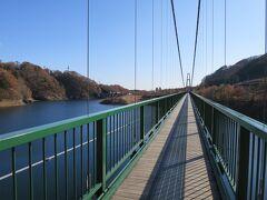 途中、もみじ谷大吊橋という標識があったので立ち寄ります。橋の往復にシニア200円、大人300円です。