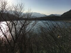 沼ッ原調整池に到着、標高は1,263mです。まだ午後3時前ですが陽がだいぶ傾いています。