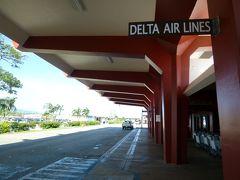 フランシスコ・C.エイダ・サイパン国際空港到着。エアコンの効いたバスから降りると湿った空気が肌を撫でます。