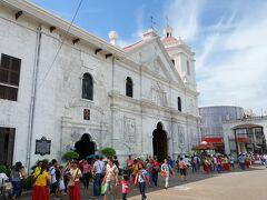 まず訪れたのはサント・ニーニョ教会。 フィリピン最古の教会の一つであるとか。