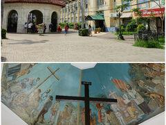 サント・ニーニョ教会からほど近い所にあるマゼラン・クロスへ。 太平洋横断中にフィリピンに上陸したマゼランが、 1512年に造った木製の十字架が納められた六角堂だって。 この辺は観光客が多かった。この時気づいたのはほとんどが韓国人旅行者。