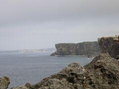 すごい崖です。こんなところで釣りをしている人がいました。立ち入り禁止エリアで・・・。地元民でしたが・・・。危ない危ない。