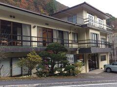 「清香旅館」  本日の宿です  紅葉シーズンが終わった後の平日だったからか…  この日の客は我が家だけ  貸切でした