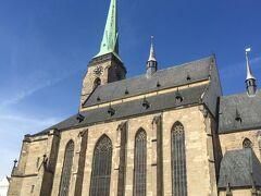 ゴシック様式のバルトロメイ教会。塔はチェコで一番高く102mもあるそうです。 すでに午後だったので、翌日の午前中に登ってみることにします。