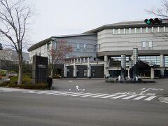 向かいは仙台国際センター、大規模コンベンションセンターです。