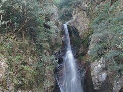 海からわずか500m程度なのにまるで渓谷。水は澄んできれい。夏に涼みにくると良いかも。