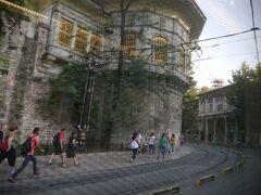 オスマン帝国の歴代の王の住まいだったトプカプ宮殿の外壁沿いに、