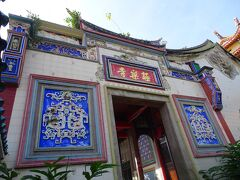 10:20 極楽寺に到着。  この寺院はかなり広く、敷地内にたくさんの見所があります。天王殿・大雄寳殿・五方佛殿・大悲観音大士殿など一つ一つがとても立派だったのですが、全て載せきれないので、