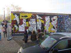 East Side Gallery(イーストサイドギャラリー)  ベルリンの壁に来ました。言わずと知れた、冷戦の象徴ベルリンの壁。