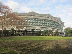 公園内にある足球場 上海申花のホームスタジアムです。