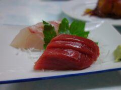 民宿での夕食 (ほかにも、料理が多数出てボリューム満点でした。)  お世話になったのは 椿 さん(三根地区)です。