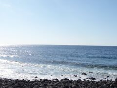 島の西側の 横間海水浴場