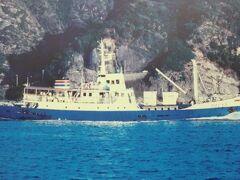 初代「ははじま」丸302t.です。 母島航路初の新造船として昭和54年~平成3年に就航しました。 平成3年に2代目が就航してからも「第2ははじま丸」として「ゆり丸」が就航するまで予備船として活躍しました。
