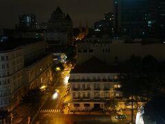 カラベルホテルの最上階にある サイゴンサイゴンバーへ。  ドンコイ通りが見えます。