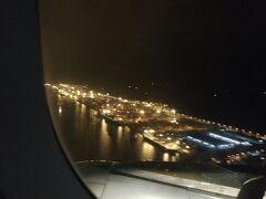 高雄の街が見えてきた。 旗津?紅毛だろうか・・海に浮かぶ夜景が素敵でテンションMAX!