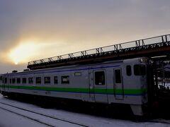 15:32 室蘭本線のローカル列車は長万部駅に到着 東室蘭駅を出発してからおよそ1時間半、とてもゆっくりとしたローカル列車の旅でありました~