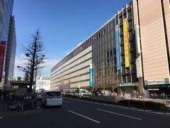 新宿西口に戻ります。京王百貨店。