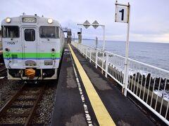 14:20 室蘭本線のローカル列車は北舟岡駅に到着 この駅で特急列車との交換待ちです