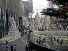 ZEN デパート前のクリスマス飾り。