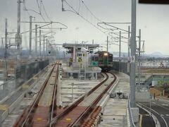 山下駅。 駅そのものは高架区間にある。