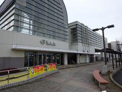 槻木駅。 駅舎は東側のみにあり、反対側に行くには自由通路を渡る。