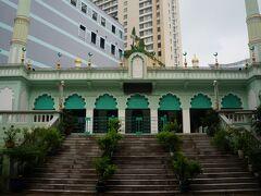 そして市内観光へ  ①サイゴンセントラルモスク  ホテルから徒歩3分の場所に。