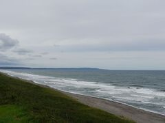 こちらは網走方面。オホーツク海と能取岬を望む。