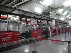 出発時刻の2時間ほど前に、地下鉄でイスタンブール・アタテュルク国際空港駅に到着しました。  厳重な荷物検査をターミナル入口で受けた後、チェックインカウンターへ。