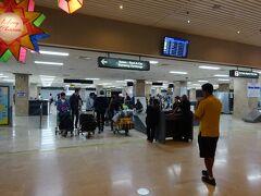 はい  12月25日 セブ時間1時半を回ったころ到着ですよ   きれいな空港ですね
