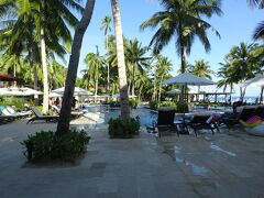 アロナビーチを歩いていると  こんな素敵なリゾートホテルがどーーーん!!