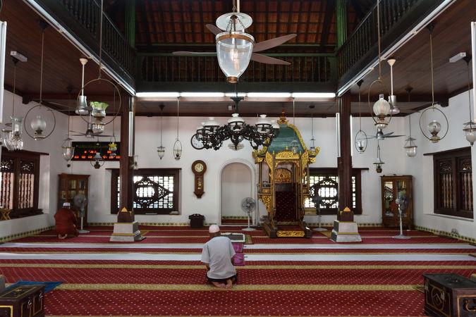 カンポン フル モスク